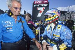 Flavio Briatore et Jacques Villeneuve sur la grille de départ