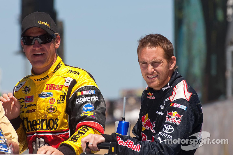 Clint Bowyer, Richard Childress Racing Chevrolet en Scott Speed, Red Bull Racing Team Toyota