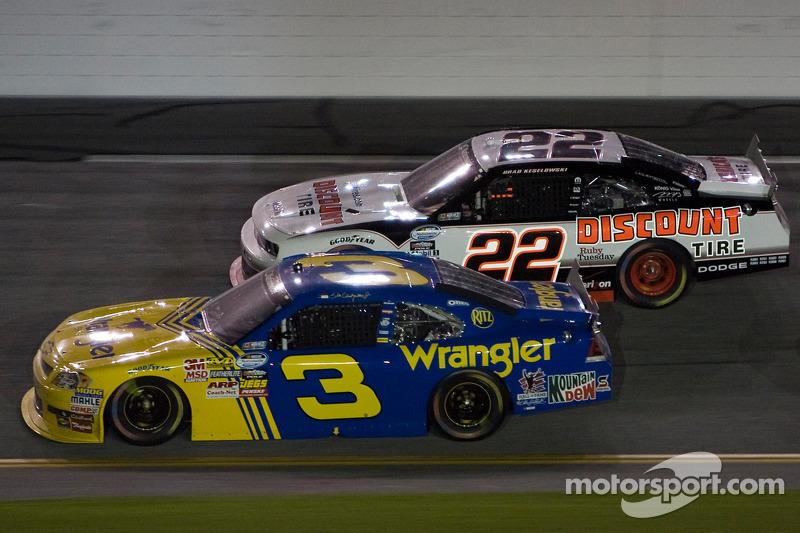 Dale Earnhardt Jr. en Brad Keselowski