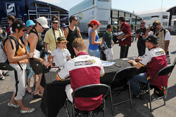 Autograph session: Bas Leinders and Maxime Martin