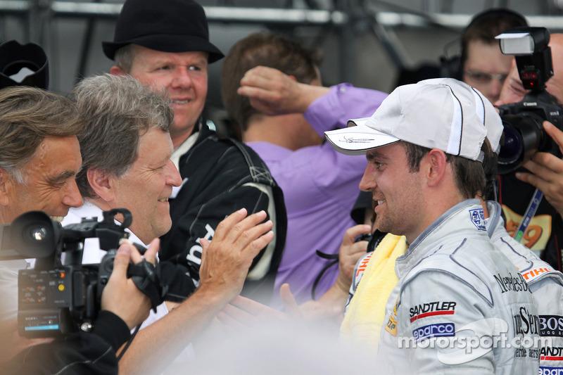 Race winnaar Jamie Green, Persson Motorsport AMG Mercedes C-Klasse met Norbert Haug