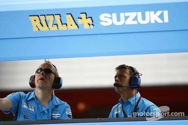 Rizla Suzuki MotoGP pitmuur