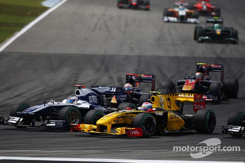 Рубенс Баррікелло (Williams Cosworth) і Віталій Петров (Renault)