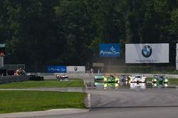 Start: #1 Patron Highcroft Racing Honda Performance Development ARX-01c: David Brabham, Simon Pagenaud, #16 Dyson Racing Team Lola B09 86 Mazda: Chris Dyson, Guy Smith, #8 Drayson Racing Lola B09 60 Judd: Paul Drayson, Jonny Cocker