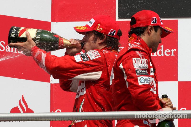 Подіум: переможець Фернандо Алонсо та другий призер Феліпе Масса, Ferrari