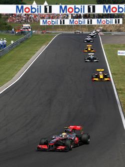 Lewis Hamilton, McLaren Mercedes leads Vitaly Petrov, Renault F1 Team
