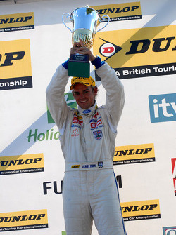 Seconde place pour Tom Chilton