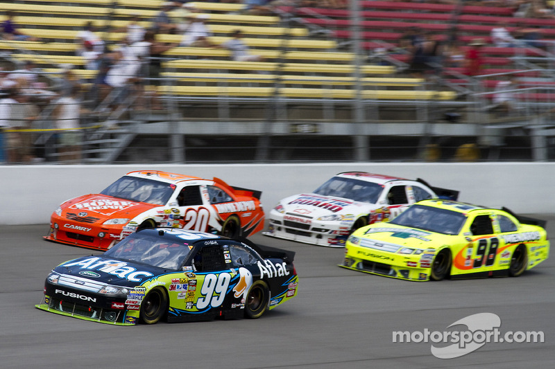 Carl Edwards, Roush Fenway Racing Ford, Joey Logano, Joe Gibbs Racing Toyota, Paul Menard, Richard Petty Motorsports Ford