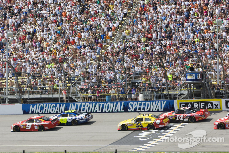 Start: Kasey Kahne, Richard Petty Motorsports Ford