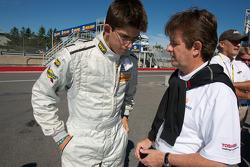 Wayne Taylor met zoon Jordan Taylor na crash #30 Racers Edge Motorsports Mazda RX-8