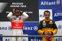 Podium: race winner Lewis Hamilton, third place Robert Kubica