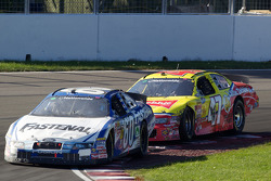 Carl Edwards en Marcos Ambrose