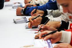Séance autographes F2