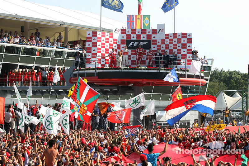Подиум: 1. Фернандо Алонсо, Ferrari. 2. Дженсон Баттон, McLaren-Mercedes. 3. Фернандо Алонсо, Ferrari