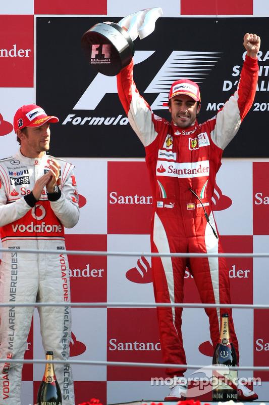 Podium: race winnaar Fernando Alonso, Scuderia Ferrari, 2de Jenson Button, McLaren Mercedes
