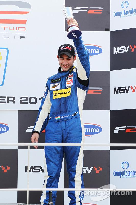 Race 1 3de plaats Armaan Ebrahim op het podium