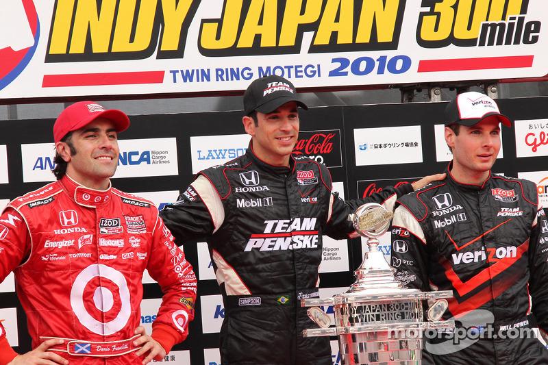 Podium: race winnaar Helio Castroneves, Team Penske, 2de Dario Franchitti, Target Chip Ganassi Racing, 3de Will Power, Team Penske