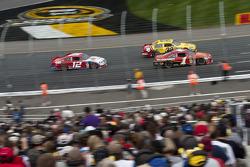 Jamie McMurray, Earnhardt Ganassi Racing Chevrolet, Clint Bowyer, Richard Childress Racing Chevrolet and Brad Keselowski, Penske Racing Dodge