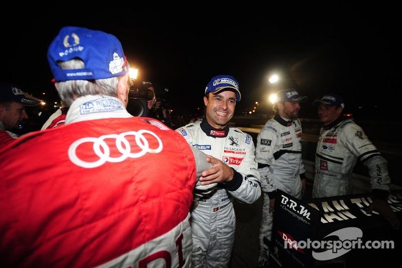 Race winnaar Pedro Lamy met Audi team