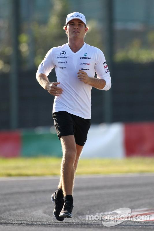 Nico Rosberg, Mercedes GP loopt op het circuit
