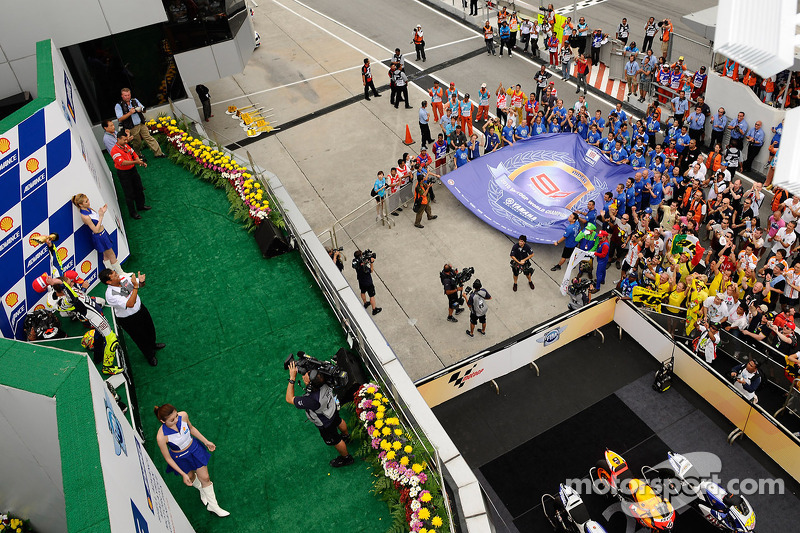 Podium : le vainqueur Valentino Rossi, Fiat Yamaha Team célèbre