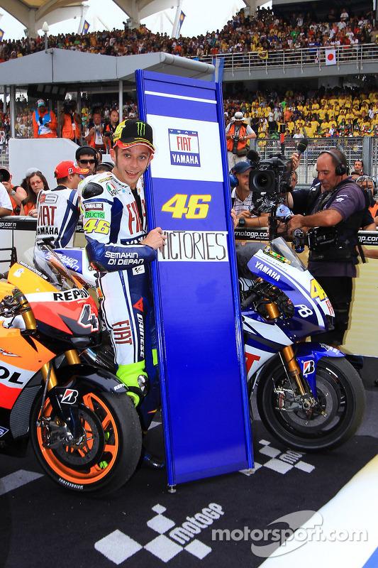 Le vainqueur Valentino Rossi, Fiat Yamaha Team célèbre