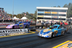 Jim Head competes against Ron Capps during round 1