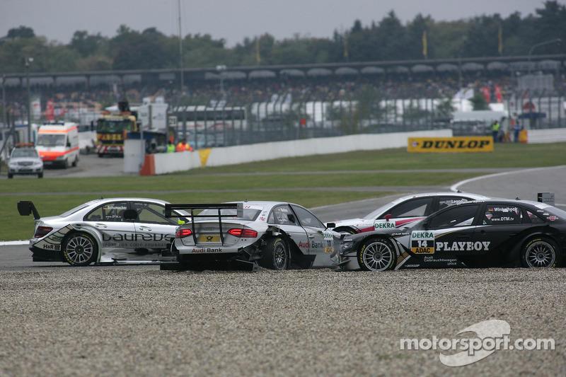 Crash op het nieuwe gedeelte van de baan: Ralf Schumacher, Team HWA AMG Mercedes C-Klasse, Miguel Molina, Audi Sport Rookie Team Abt, Audi A4 DTM, Markus Winkelhock, Audi Sport Team Rosberg, Audi A4 DTM