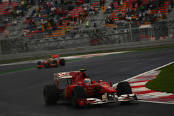 Фернандо Алонсо, Scuderia Ferrari попереду Льюіса Хемілтона, McLaren Mercedes