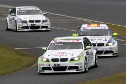 Augusto Farfus, BMW Team RBM BMW 320si, Sergio Hernandez, Scuderia Proteam Motorsport BMW 320si en Andy Priaulx, BMW Team RBM BMW 320si