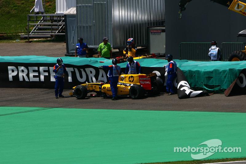 Авария Виталия Петрова, Renault F1 Team