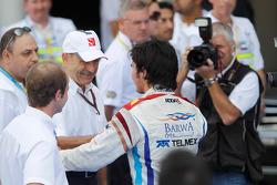 Sergio Pérez celebra su victoria