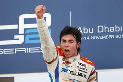 Серхио Перес празднует победу