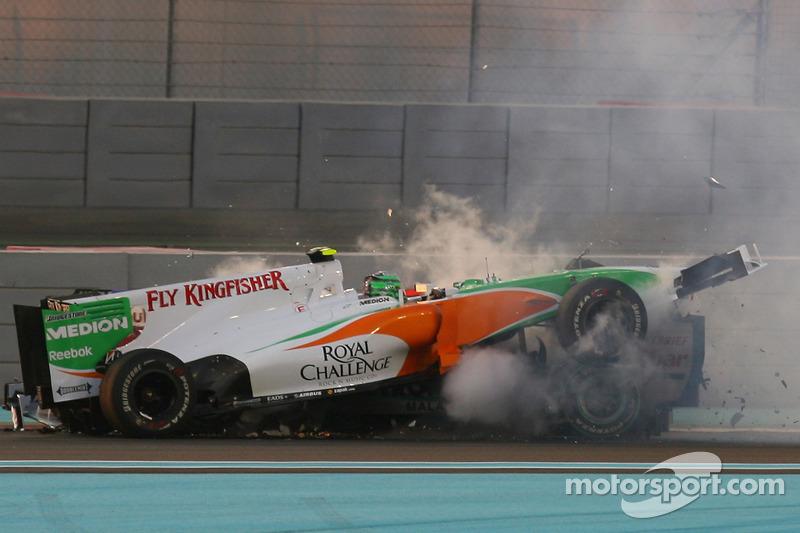Vitantonio Liuzzi, Force India F1 Team, und Michael Schumacher, Mercedes GP crashed