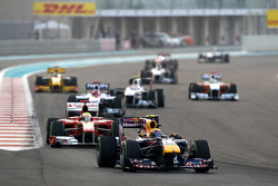 Mark Webber, Red Bull Racing, leidt voor Felipe Massa, Scuderia Ferrari