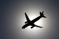 Een vliegtuig komt eraan