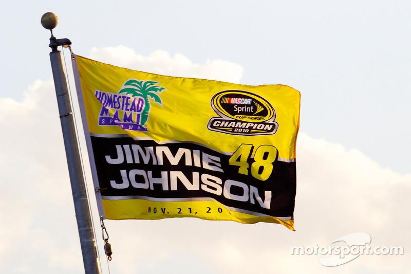 De 'victory lane': vlag voor Jimmie Johnson, Hendrick Motorsports Chevrolet