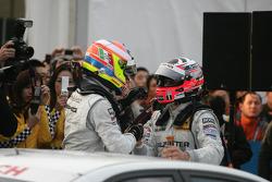 DTM 2010 champion Paul di Resta, Team HWA AMG Mercedes C-Klasse celebrates with race winner Gary Paffett, Team HWA AMG Mercedes C-Klasse