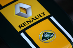 Team Lotus and Renault badge