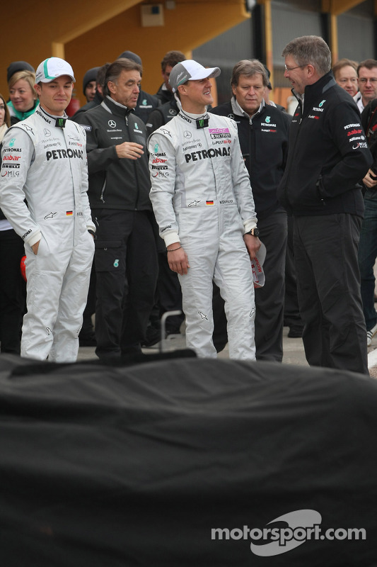 Nico Rosberg, Mercedes GP F1 Team; Michael Schumacher, Mercedes GP F1 Team; Ross Brawn, Mercedes-Teamchef