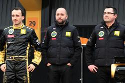 Robert Kubica, Lotus Renault GP, Gerard Lopez, Lotus Renault GP owner ve Eric Boullier, Takım Patronu, Lotus Renault GP