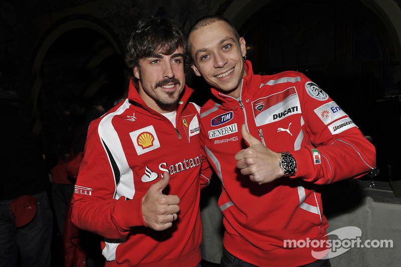 Fernando Alonso, Scuderia Ferrari, y Valentino Rossi, Ducati