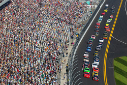 Start: Clint Bowyer, Kevin Harvick Inc. Chevrolet and Landon Cassill, Phoenix Chevrolet lead the field