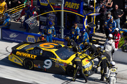 Marcos Ambrose, Petty Motorsport Ford in the pit with damage