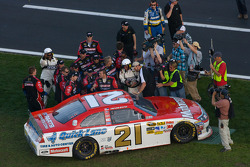 Race winner Trevor Bayne, Wood Brothers Racing Ford celebrates with his team