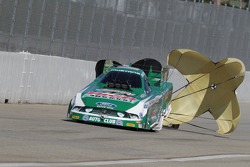 John Force deploys the parachutes in his Castrol High Mileage Ford Mustang