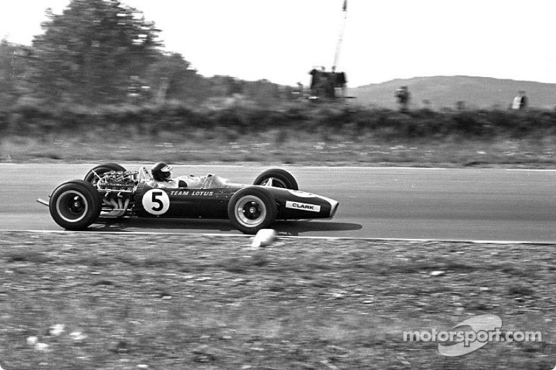 En su primera temporada de la F1 de 1967, con el nuevo motor Ford DFV ganó cuatro carreras: Holanda, Gran Bretaña, Estados Unidos en Watkins Glen y México; todas fueron ganadas por Jim Clark en un Lotus 49.