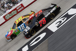 Kyle Busch, Joe Gibbs Racing Toyota and Regan Smith, Furniture Row Racing Chevrolet