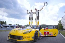 Race winnaar #4 Corvette Racing Chevrolet Corvette C7.R: Oliver Gavin, Tommy Milner
