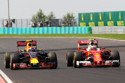 Max Verstappen, Red Bull Racing RB12 and Kimi Raikkonen, Ferrari SF16-H battle for position